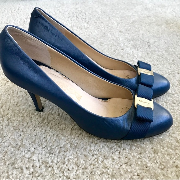 0358f6ccbe879 Ferragamo Navy Blue Bow Carla Pump Heels Size 9